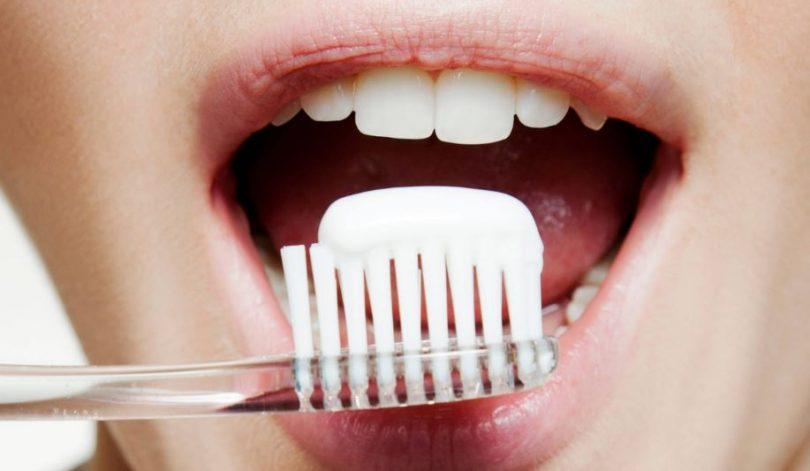ko meklēt zobu balinošā zobupastā